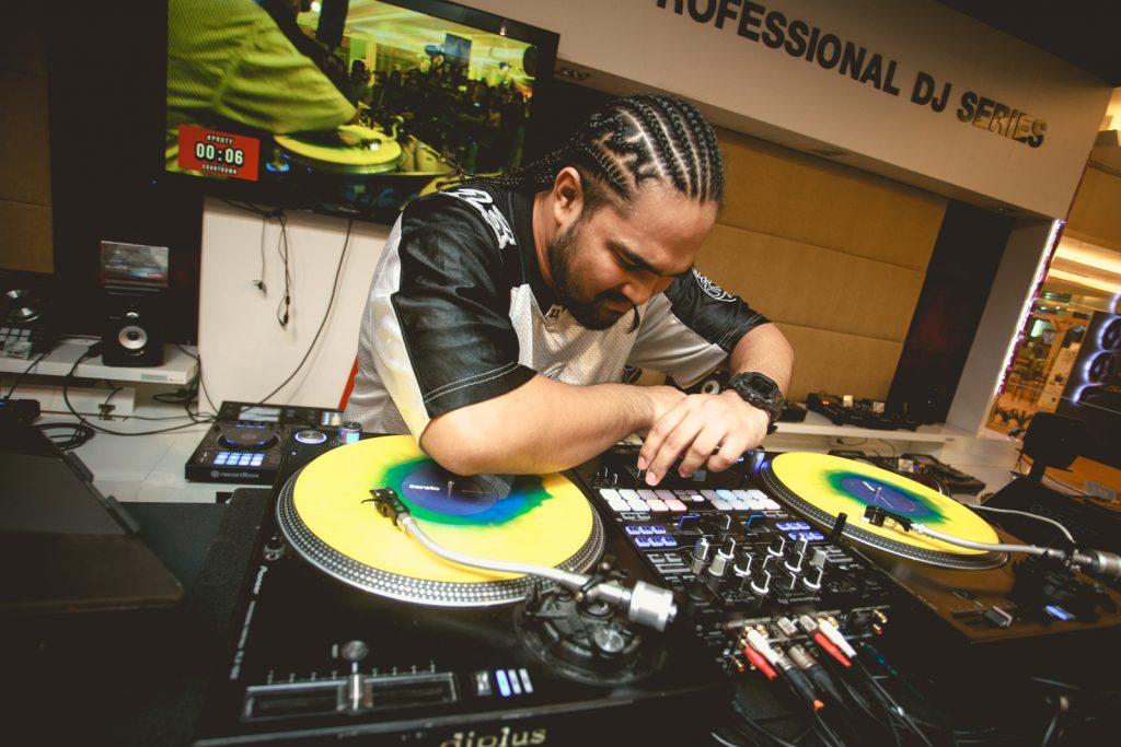 Pioneer-Rookie-DJ Plzzpoom